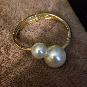 Jewelry - Pearl braclet expandable